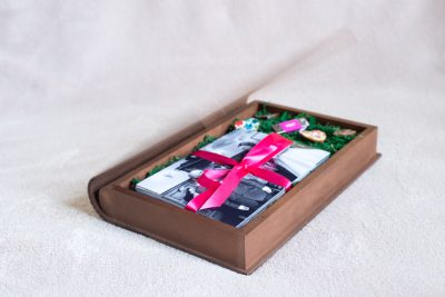 USB wooden box for delivering wedding photos