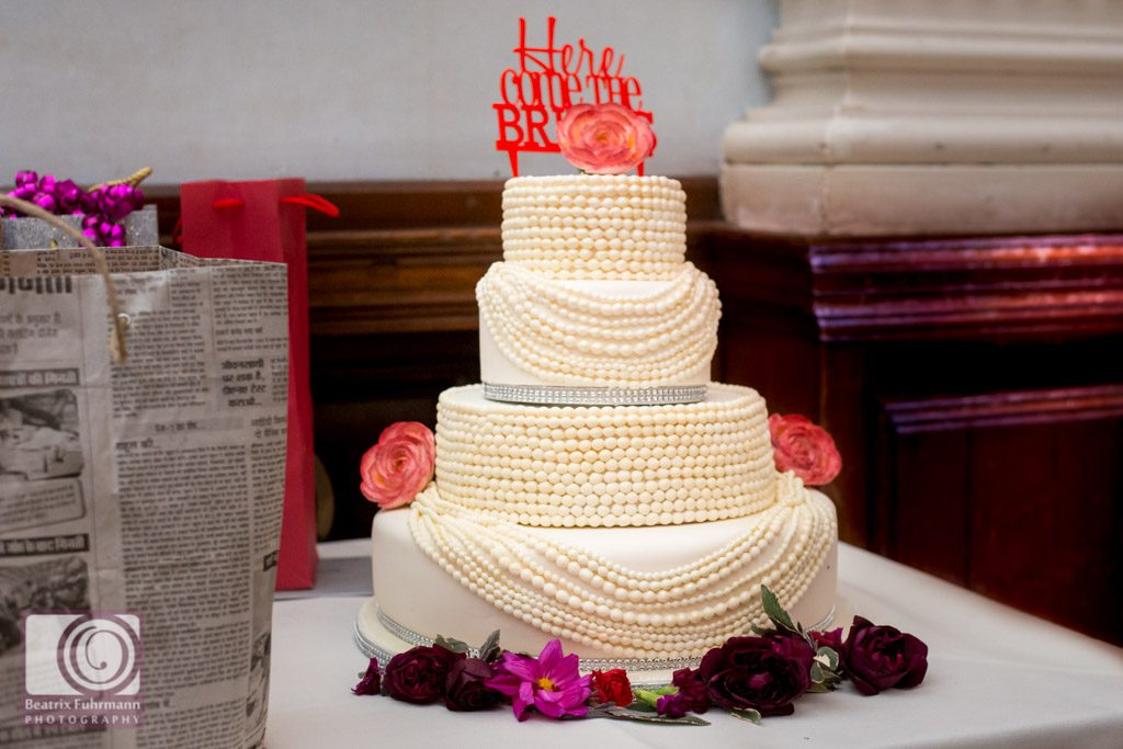 Wedding cake with pearl necklace icing and Here comes the brides