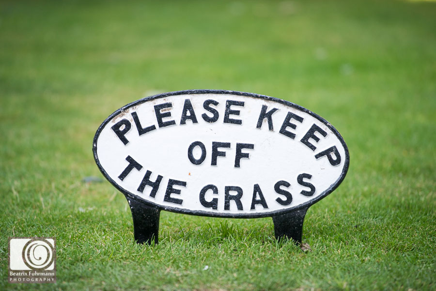 Fredericks patio - Please keep off the grass sign