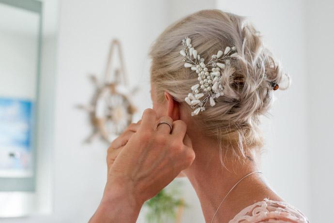 Braut mit Haarschmuck
