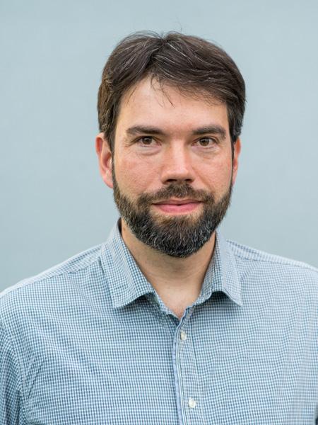 Bewerbungsfoto in Neugraben mit neutralem Hintergrund